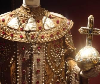 Allestimento della mostra Incantesimi. I costumi della Scala di Milano dagli anni Trenta a oggi - Foto di Carlo Rotondo